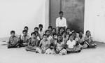 South Arcot District, India. Grade 5 children at the Neyveli School with their teacher, Mr. Dev, Syd Arcot distrikt, Indien. 5. klasse på Neyveli skole med deres lærer, Mr. Devapiriyam