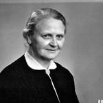 Missionary Elise Marie Bahnson. Travelled to China in 1925 as a collaborator of architect Prip, Missionær Elise Marie Bahnson. Udrejst til Kina i 1925 som arkitekt Prip-Møllers medarbejder. Antaget af DMS i 1927. Ved blindehjemmet i Mukden 1927-1929. Missionær i Siuyen 1929-1939 og 1947-1949.Ved blindehjemmet i Mukden 1949n1950