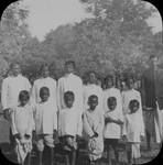 Børn med lærer, Santal Parganas, North India. Teachers with school children, Benagaria
