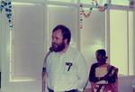 Chennai, Tamil Nadu. Indvielsen af Park Town Mission High School's nye bygning, 3. marts 1987. Arkitekt Poul Bertelsen, associeret missionær i DMS og leder af MSAADA, holder tale til forsamlingen. Skoleleder Mary Jothi Bai sidder til højre. (MSAADA er et kirkeligt arkitektfirma, som hjælper med byggeprojekter i Asien og Afrika), Chennai, Tamil Nadu. Park Town Mission High School. Inauguration of the new building on 3rd Mar