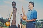 Missionær og arkitekt, Karl Emil Lundager (th) sammen med en lokal medarbejder(?). (K. E. Lundager var udsendt af DMS til byggeopgaver i Den Lutherske Kirke/ELCT, Nordveststiftet i Tanzania, 1971-93), The Missionary and Architect, Karl Emil Lundager (right) together with a local coworker(?). (K