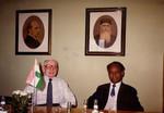 Pens. missionær Oluf Eie og Biskop Munshi M. Tudu, NELC, Nordindien - på Dansk Santalmissions kontor, juni 1983, Retired Missionary Oluf Eie and Bishop Munshi M. Tudu, NELC, North India - at the office of Dan
