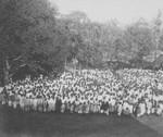 Grahampur, Nordindien. Fra Nytårssamvær for kristne fra Assamkolonien. Her ses de før servering af te, Grahampur, North India. The New Year Assembly of Christians from the Assam Colony. Here they ar