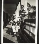 Kranke auf der Veranda des Spitals, Patients on the hospital veranda
