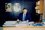 Niels Iver Brogaard Andersen at his office in Frederikshavn. Iver Brogaard was recycling consul, Niels Iver Brogaard Andersen på sit kontor i Frederikshavn. Iver Brogaard var genbrugskonsulent i DSM og DMS, 1989-98