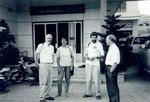 Foran Worls Concerns kontor i Phnom Penh, In front of The Office of World Concern, Phnom PenhFra venstre/from the left: Thorkild Schousbo