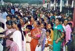 Nordindien. Fra 50 års jubilæum i NELC , november 2000. Bespisning af 5000 mennesker ved Jubilæums gudstjenesten, North India. From the 50th Anniversary of NELC, November 2000. Provision of meals for 5000 part