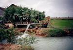 Scener og mennesker fra landsbyen Preah S'Dach. Overrislingsboring, 1996, Scenes and people from the village, Preah S'Dach. Irrigation bore, 1996