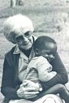 Fra Ntoma Husholdningsskole, Tanzania, 1983. DMS missionær og lærer, Gudrun Larsen holder meget af børn, From Ntoma Craft School, Tanzania, 1983. DMS Missionary and Teacher, Gudrun Larsen is very fond