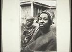 Ndjoyas Bruder Nzi Fewu mit Kind, Njoya's brother Nzi Fewu with a child