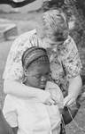 ELCT, Nordveststiftet, Tanzania. Else Højvang lærer en studerende at strikke, Ntoma Husholdningsskole, 1989. (Missionær Else Højvang, DMS/Danmission, var lærer på skolen, 1987-2001), ELCT, the North Western Diocese, Tanzania. Else Højvang teaching a student to knit, Ntoma Home