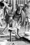 Bangladesh Lutheran Church/BLC, 1991. From a family assembly at Harowa, Nilphamari - also with, Bangladesh Lutherske Kirke/BLC, 1991. Fra et familiestævne i Harowa, Nilphamari - hvor også opvasken skal klares!