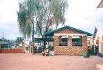 ELCT, Karagwe Diocese, Tanzania. Nyakahanga Hospital, November 2001. Entrance for visitors to t, ELCT, Karagwe Stift, Tanzania. Nyakahanga Hospital, november 2001. Hospitalets indgangsparti og 'ventehus'. Alle besøgende skal passere her, hvor der også er placeret vagter