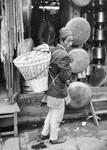Namjung, Gorkha District, 1984. Traditionel way of transporting things/goods/people in Nepal (i, Namjung, Gorkha distrikt, 1984. Traditionel bæremåde i Nepal (i en Dhoka) - til varer og mennesker