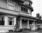 Residence with curving veranda