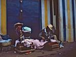 Den madagassisk lutherske kirke i Madagaskar hjælper de mange fattige gennem mange små selvhjælpsinitiativer. Et væsentligt princip i hjælpen er, at de anvendte materialer skal kunne skaffes billigt på stedet. 1997, The Malagasy Lutheran Church in Madagascar helps the many poor people through a lot af small se