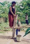 Scener og mennesker fra landsbyen Preah S'Dach. Ny brønd afprøves i S'dach, 2001, Scenes and people from the village, Preah S'Dach. New well is being tested in Preah S'dach, 200
