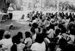 Scener og mennesker fra landsbyen Preah S'Dach. Landsbymøde, Jane Traninger underviser. En landsby komite bliver til i Cambodia, feb. 1996, Scenes and people from the village, Preah S'Dach. Village meeting, Jane Traninger is teaching