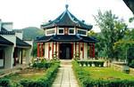 Tao Fong Shan Christian Church, Hong Kong, April 2000. - The Center was founded in 1930 by the, Tao Fong Shan Kristne Kirke, Hongkong, april 2000. - Centeret blev grundlagt i 1930 af den norske missionær Karl Ludvig Reichelt (1977-1952). Reichelt blev udsendt til Hunan provins i Kina,1904, hvor han i 1922 grundlagde et center, med fokus på kontekstuel kristen spiritualitet og interkulturel religionsdialog. Som følge af den kinesiske borgerkrig blev arbejdet i 1930 flyttet til Shatin, Hongkong, hvor den danske arkitekt, Johannes Prip-Møller (1889-1943) fik til opgave at designe bygningerne. På bjerget i Hong Kong blev det kristne center Tao Fong Shan (TFSCC) fra 1930-39 bygget i buddhistisk tempelstil. TFSCC er et pilgrimssted og et studie- og undervisningscenter, der tidligere har tilhørt Den Nordiske Kristne Buddhistmission (fra 2000 Areopagos). Gennem samarbejdspartnere er Areopagos stadig med til at tilrettelægge udveksling mellem Skandinavien, Kina og Hongkong, med religionsstudier og forskellige diakonale projekter