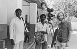Fra DMS-filmen: Idet I lærer dem... Filmholdet bestod af, fra venstre: Augustine Jeyakumar (lyd), Neethidoss Nimalan (skript), Finn Nesgaard (instruktion) og bagerst Sven Bitsch-Larsen (kamera). En film om DMS-støttet skolearbejde i Arcot, Sydindien, 1978. (findes på YouTube), From the DMS movie: Idet I lærer dem... The film makers consist of the following, from left: Au