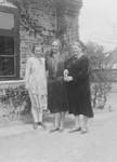 Anna Oline Høgsgaard, født/born Meinertsen; Anna Bøg Madsen; Elise Marie Bahnson. Ca. 1925, Elisa Marie Bahnson, f. 20. 09.1886. Arkitekt fra Kunstakademiet, København 1916. Kristelig Ark