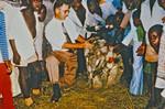 Den Lutherske Kirke/ELCT. Arkitekt og bygmester Karl Emil Lundager ved afslutningen af et byggeprojekt. Her modtager han måske en gave? - (Karl Lundager var udsendt af DMS til Bukoba i Nordveststiftet, 1971-93, og var ansvarlig for en lang række byggeprojekter), Evg. Lutheran Church Tanzania/ELCT. Architect and Building Constructor, Karl Emil Lundager at t