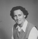 Jordemoder og sygeplejerske, Elly (Jensen) Binderup, (1920 - 2013). Udsendt 1951-82 af Dansk Santalmission til Nordindien, først som distriktsmissionær hos Boro/Bodo-folket i Bongaigaon, Assam. På en ferie traf hun Hazel Platts, og sammen vendte de tilbage til Bongaigaon. Efter 9 år i Assam rejste de til Calcutta for at indgå i det store arbejdsfællesskab omkring St. Pauls Domkirke, som pga. store flygtningeproblemer i området havde startet nødhjælpsarbejde. (Foto fra 1951), Midwife and nurse, Elly (Jensen) Binderup (1920 - 2013). From 1951-82 sent by Danish Santal Mis