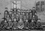 Boy School students in Sweihwafu with teacher Wang in the middle, Drengeskolens elever i Sweihwafu med lærer Wang i midten