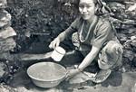 United Mission to Nepal. Tansen Palpa, 1990. In teaching of women, health and hygiene are impor, United Mission to Nepal. Tansen Palpa, 1990. Sundhed og hygiejne er vigtige emner, når kvinder skal undervises