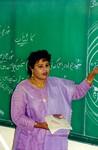 Pakistan 1995. Fra kirkens skole i Nowshera. Lærer underviser ved tavlen, Pakistan 1995. From Christ Church School, Nowshera. Teaching at the blackboard